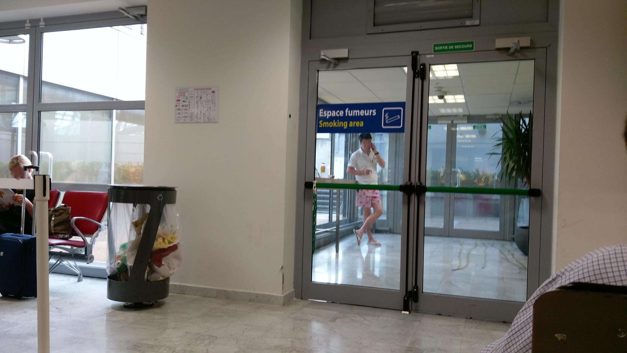 lounge im terminal 2 des flughafens nizza côte dazur